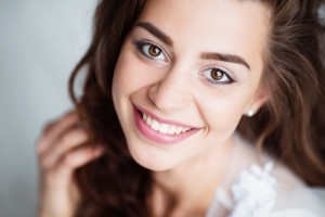 Your dentist in Rochester explains the benefits of porcelain veneers.